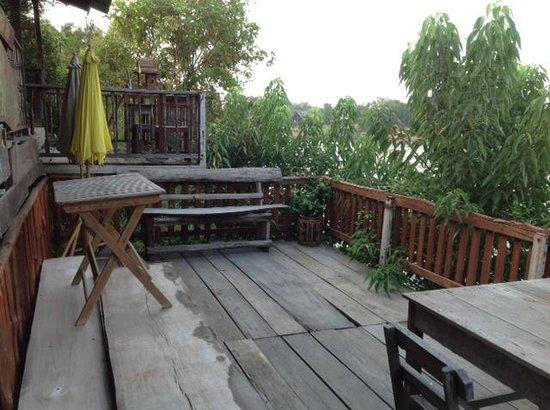 Ayutthaya River Hut: riverside patio