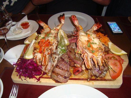 Fim Do Mundo: mixed grill with prawns