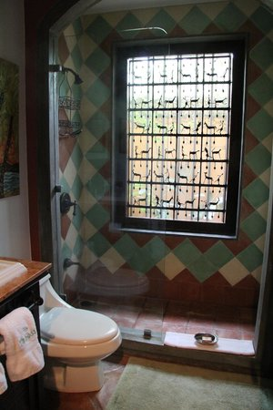 Villa Andalucia Bed and Breakfast: Open air bathroom (window)