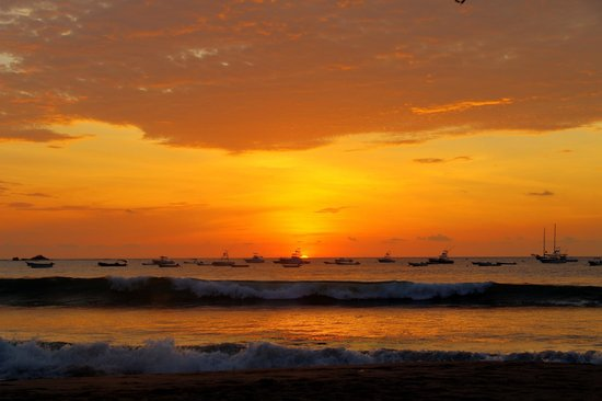 Villa Andalucia Bed and Breakfast : Tamarindo Beach Sunset