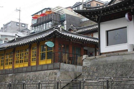 Samcheongdong-gil Road