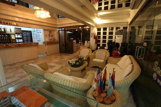 Clarkton Hotel: lobby