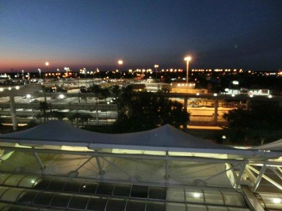 Hyatt Regency Orlando International Airport: ベランダからの夜景