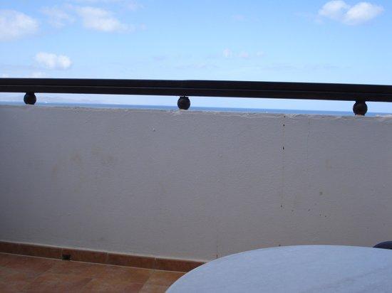 Sandos Papagayo Beach Resort: Concrete balcony