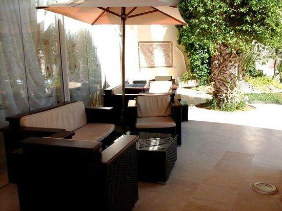 Hotel Abou Sofiane: Front Sitting area