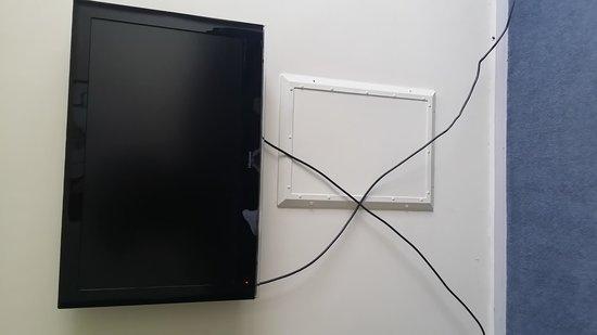 City Edge on Elizabeth Apartment Hotel: Elegant TV cabling plus ?????