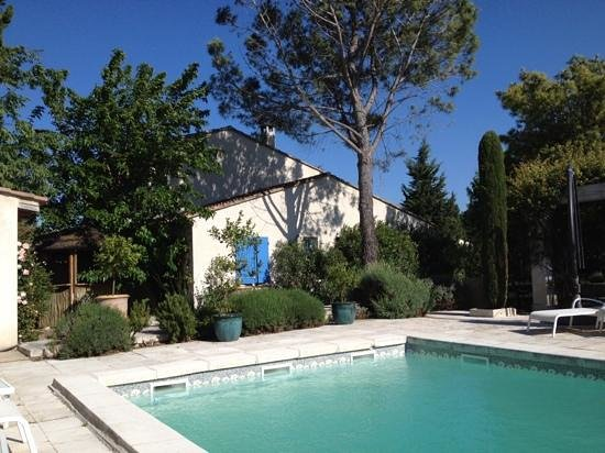 La Maison du Paradou: pool facing one of available properties