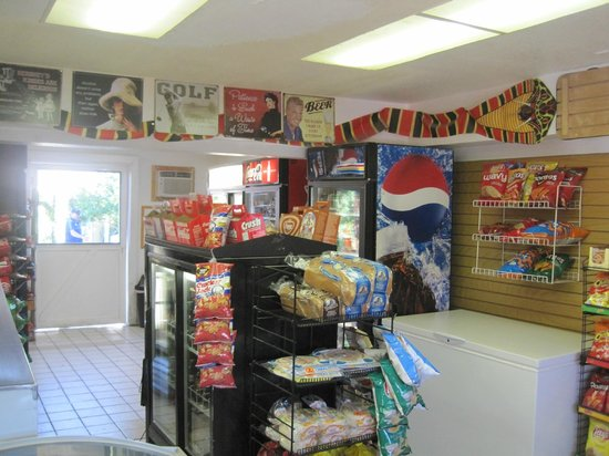 Windmill Market and Produce: Inside the store, looking to the back door that leads to the backyard eating area
