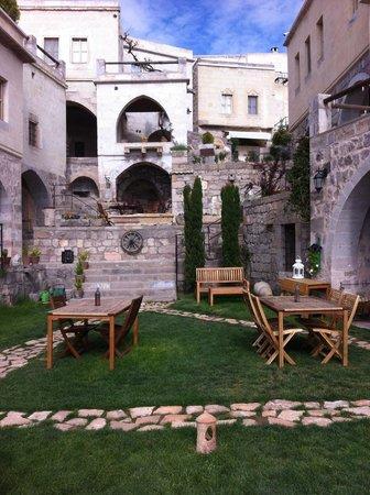Taskonaklar Boutique Hotel : Lawn area