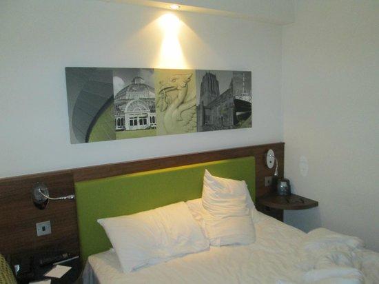 Hampton by Hilton Liverpool City Centre: The Main Bed