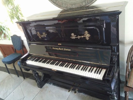 The American Colony Hotel: Antique Piano