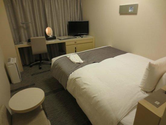 Richmond Hotel Narita: 広々とはしていないが、圧迫感はなく充分満足できる部屋でした。