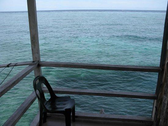 Uncle Chang's Sipadan Mabul Dive Lodge: Balcone del dormitorio