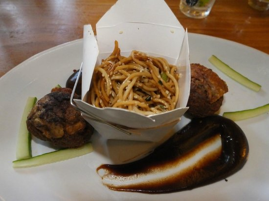 The Three Tuns Inn: Crispy duck with tossed noodles, hoi sin sauce