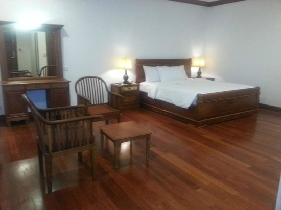 Royal Crown Hotel: rooms