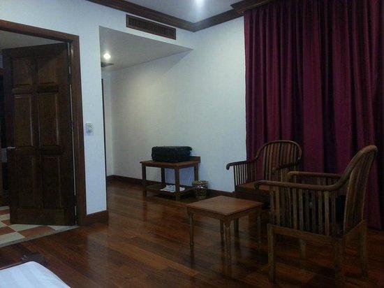Royal Crown Hotel: room