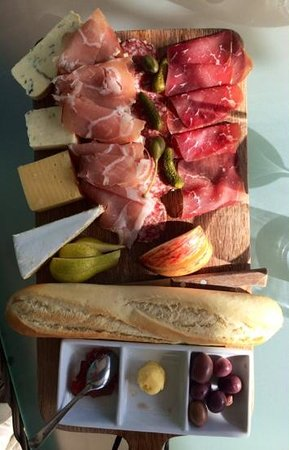 Constantia Glen Winery : Cheese and chacuterie platter