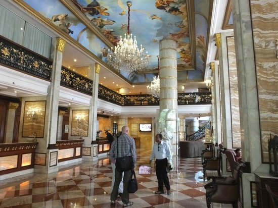 Hotel The Royal Plaza: Foyer