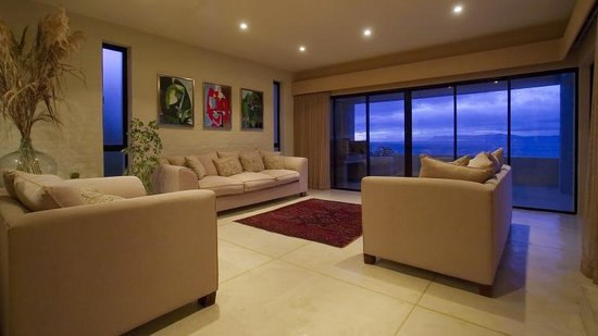 Marebella Seafront Guesthouse : Guest lounge with free WI-FI