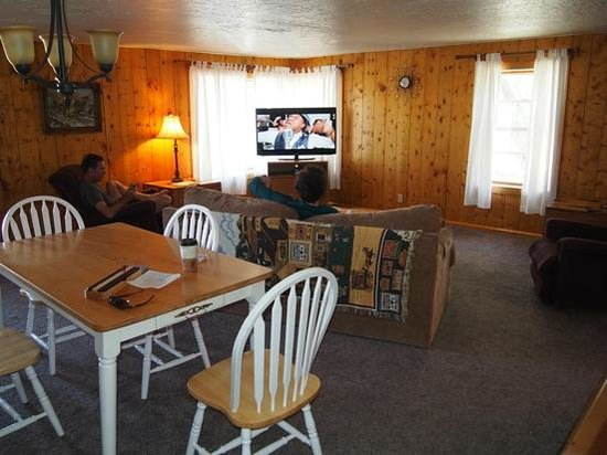 Austin's Chuckwagon Lodge and General Store : Spacious Family Suite!
