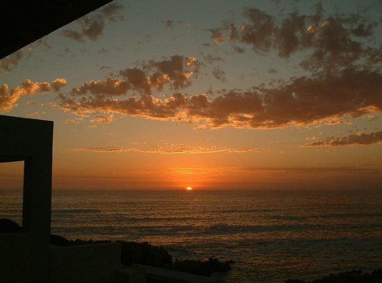 Marebella Seafront Guesthouse : Sunset over the ocean, from North facing Marebella