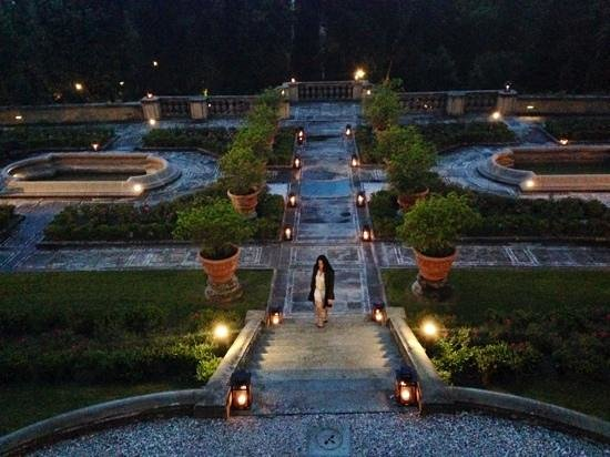 Il Salviatino : italian garden at night