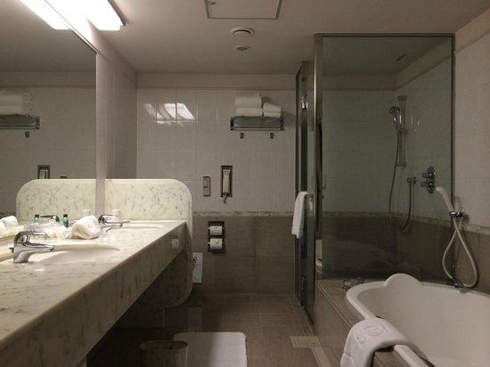 The Prince Park Tower Tokyo: Bathroom - includes bath-tub