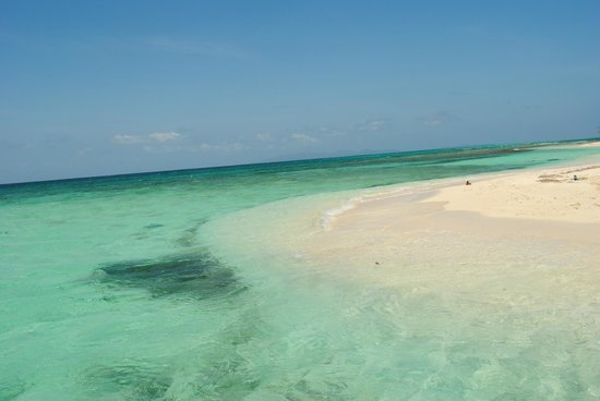 Bay Islands Adventures: The beautiful water at Pigeon Caye
