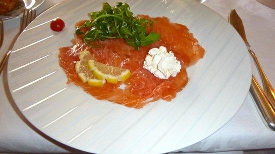 Hotel Restaurant Laborderie: Home smoked salmon entree