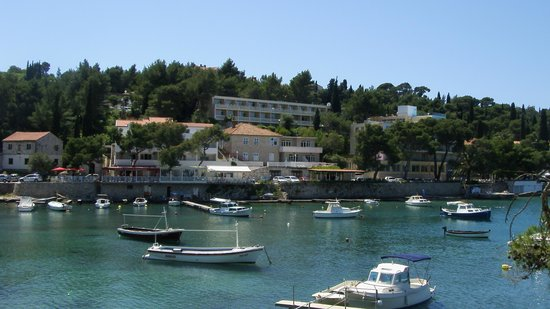 Hotel Cavtat : hotel from the bay