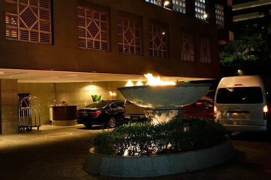 Banyan Tree Bangkok: Hotel Entrance