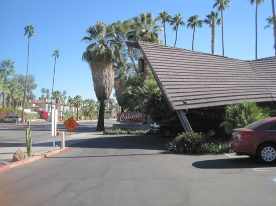 Caliente Tropics Resort : The main entrance