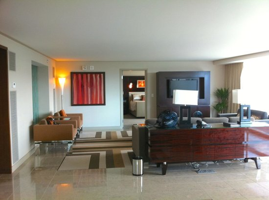 ARIA Sky Suites: Living room in our suite