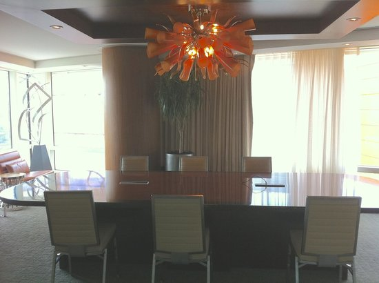 ARIA Sky Suites: Conference/dining room in our suite