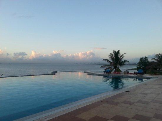 Golden Tulip Dar Es Salaam : Pool