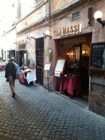 Ristorante Da Massi: A few outside seats