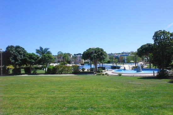 Apartamentos Turisticos da Orada: The beautiful pool area and grounds