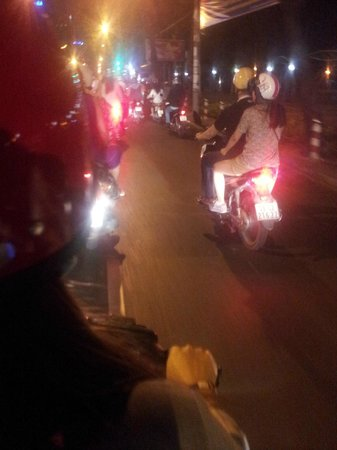 Ao Dai Tours: burning through the streets of Saigon, great fun