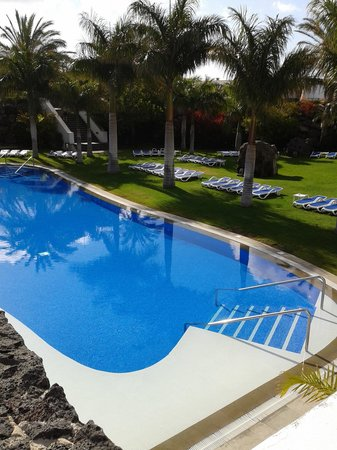 Hotel Costa Calero : Relaxed pool area - one of many