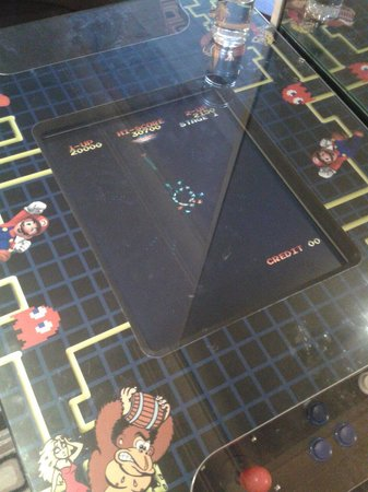 Airport Inn Gatwick: Free classic gaming in the restaurant with tonnes of choices!