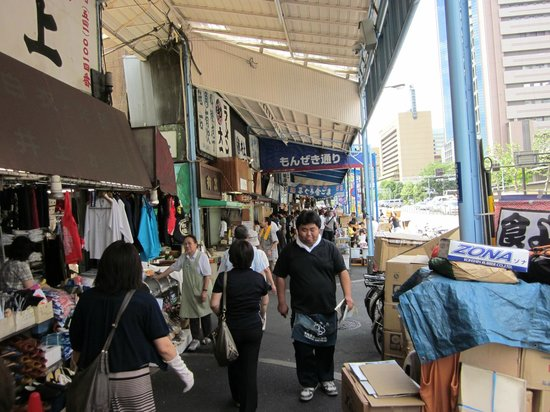 The Tsukiji Market: stalls, shops and restaurants