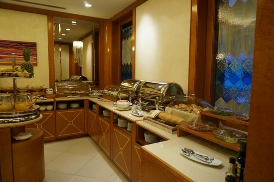 Hotel Artemide: Breakfast