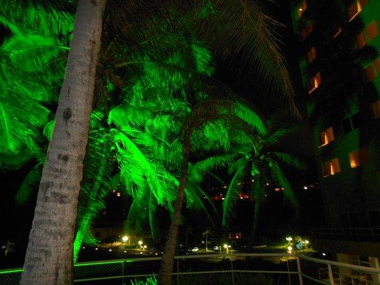 Mercure Salvador Rio Vermelho : Pool at night