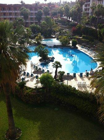 Hotel Puerto Palace : vue piscine