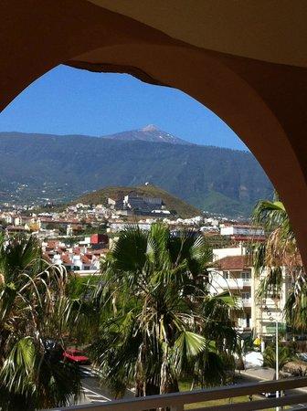 Hotel Puerto Palace: vue sur le Teide depuis les larges terrasses