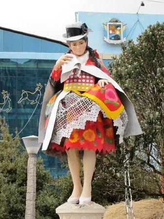 Pasco Region, Peru: Personaje danzante femenino se aprecia vestimenta, Ciudad de Huayllay