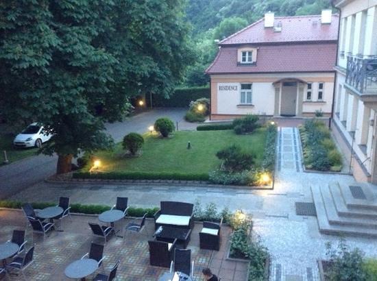 Castle Residence Praha: Biergarten und Innenhof