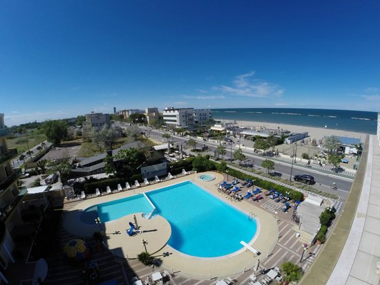 Hotel Valverde & Residenza: Vista dal terrazzo sulla piscina