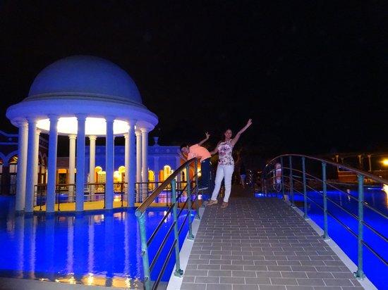 Iberostar Varadero: cúpula de la piscina en la noche