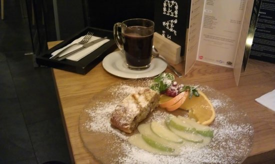 The Circus Hotel: Mulled wine and apple strudel
